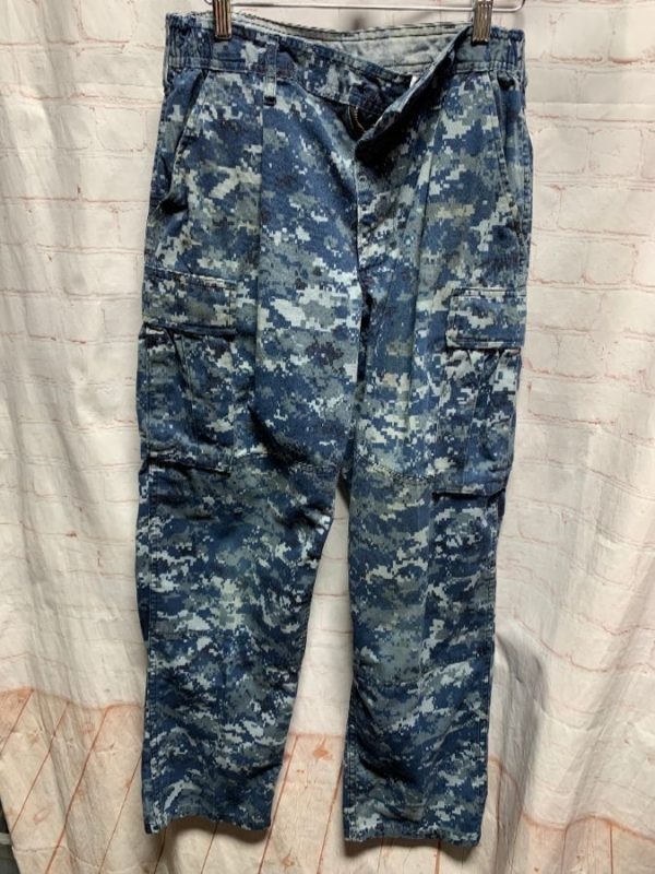 product details: CAMO PANTS DIGITAL PRINT W/ CARGO POCKETS & HIGH-WAIST photo