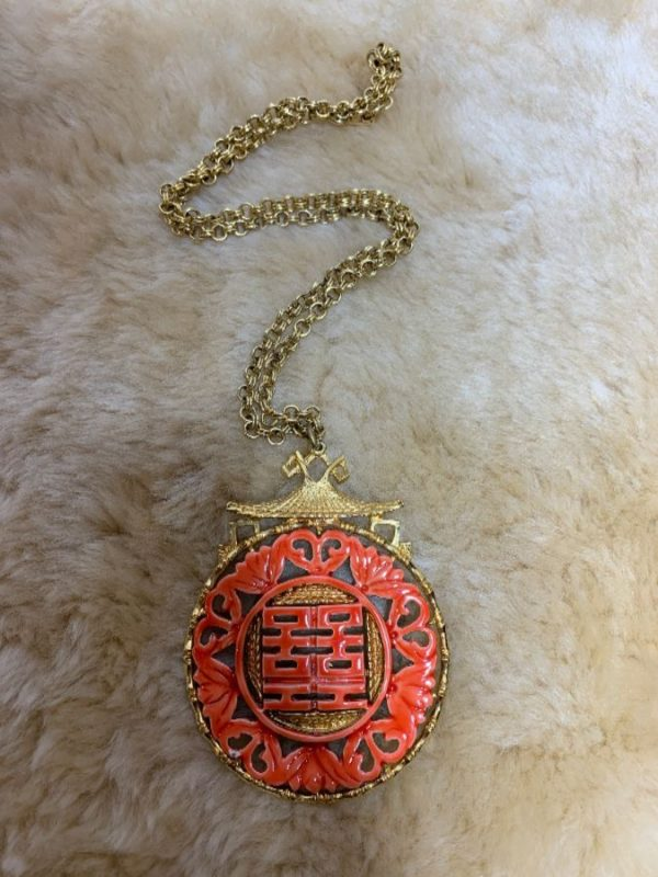 product details: RETRO 1960'S-70'S NECKLACE W/ CHINESE CERAMIC EMBLEM & GOLD PLATING photo