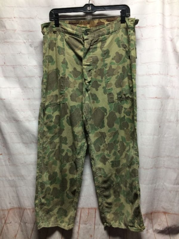 product details: SUPER SOFT CROPPED CAMO CARGO PANTS 4 POCKETS photo