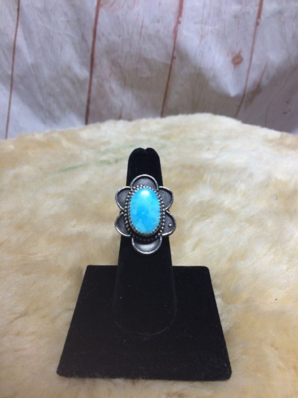 TURQUOISE OVAL STONE W/ FLOWER PETAL DESIGN STERLING SILVER 925 MOUNTING RING