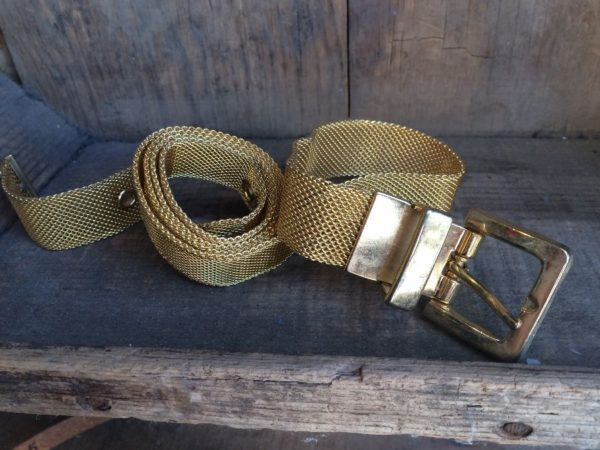 1980S GOLD MESH METAL BELT W/ HEAVY BUCKLE MADE IN USA