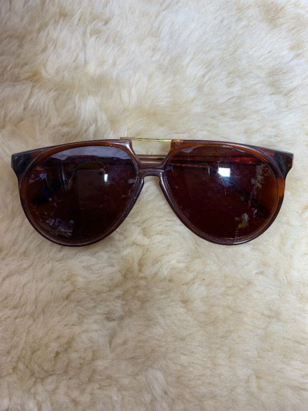 product details: FUNKY TORTOISE SHELL AVIATOR STYLE SUNGLASSES W/ BRASS TOP BAR photo
