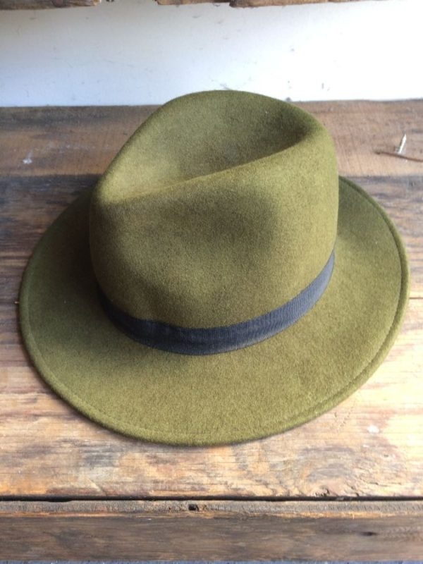 FELT FEDORA HAT W/ CONTRASTING RIBBON HAT BAND
