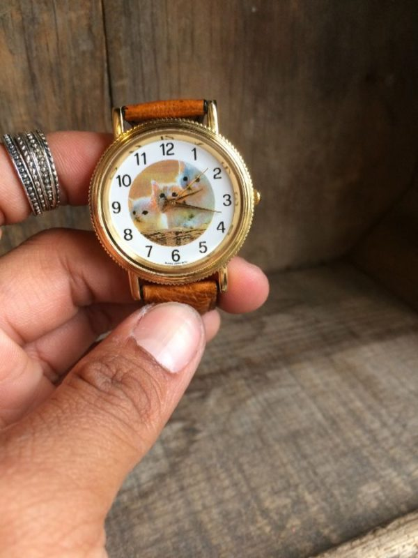 product details: WRISTWATCH W/ GENUINE LEATHER STRAP & CUTE KITTEN DESIGN ON ROUND FACE photo