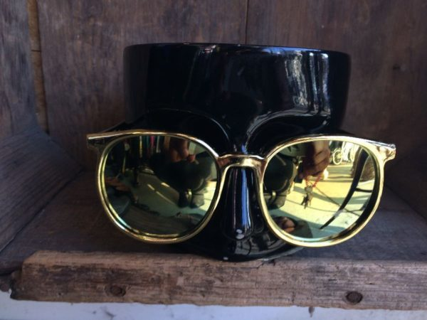 1980'S GOLD METAL LOOKING ROUNDED FRAMES & METALLIC MIRRORED LENSES SUNGLASSES