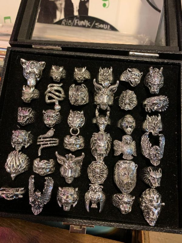 $10 ASSORTED CHUNKY ANIMAL DESIGN RINGS W/ SILVER METAL