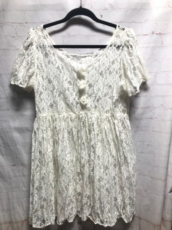 LACE BABY-DOLL STYLE DRESS W/ 3 LACE FLOWERS DOWN FRONT