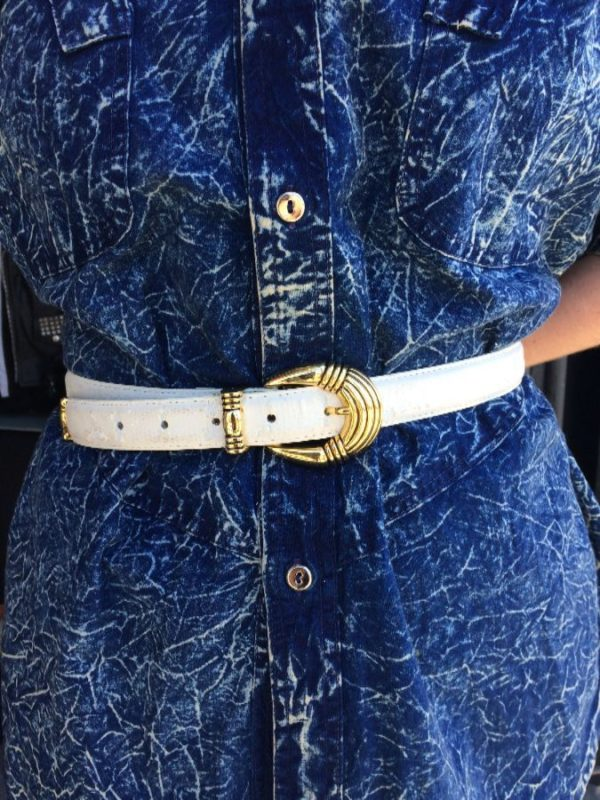 product details: WHITE FAUX LEATHER BELT SHINY GOLD HARDWARE as-is photo