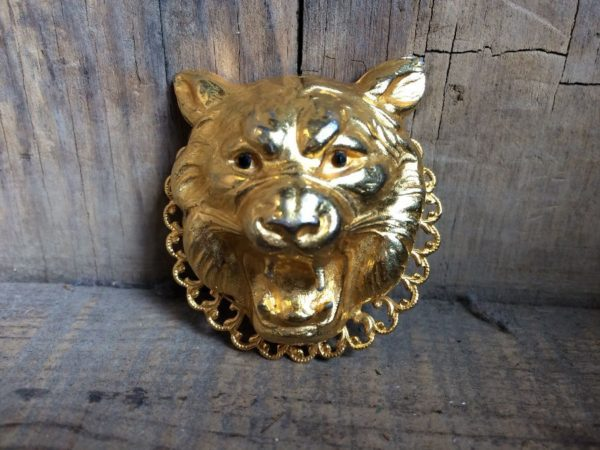 1980'S GOLD METAL PLATED ROARING TIGER HEAD BROOCH
