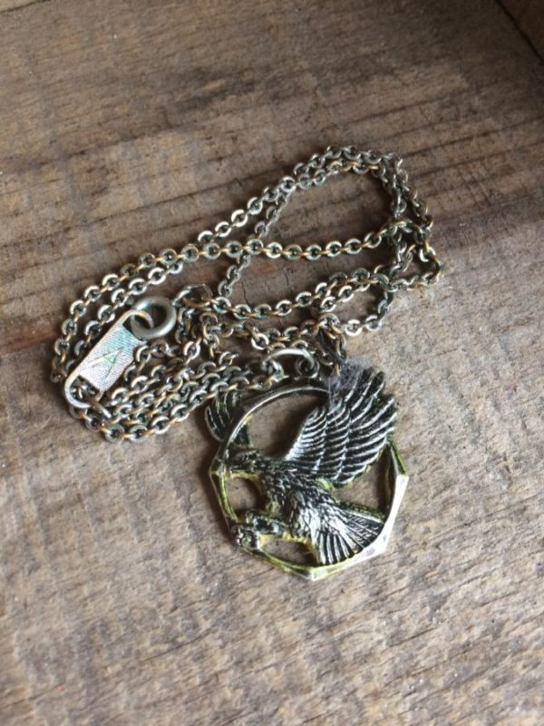 NECKLACE W/ HAWK IN FLIGHT IN CIRCLE/OCTAGON ON  LINK CHAIN