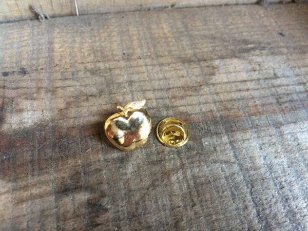 SMALL GOLDEN APPLE LAPEL PIN