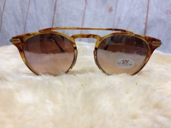 product details: ROUND LENSE & CLUBMASTER STYLE SUNGLASSES W/ TORTOISE FRAMES photo