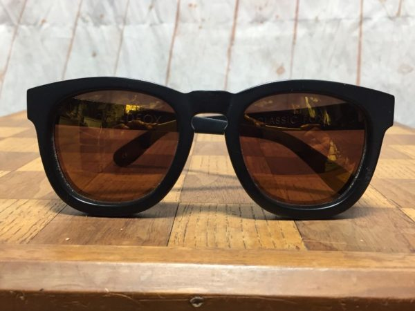 CLASSIC WILDFOX HEAVY MATTE FINISH FRAME SUNGLASSES W/ WARM TINT LENS