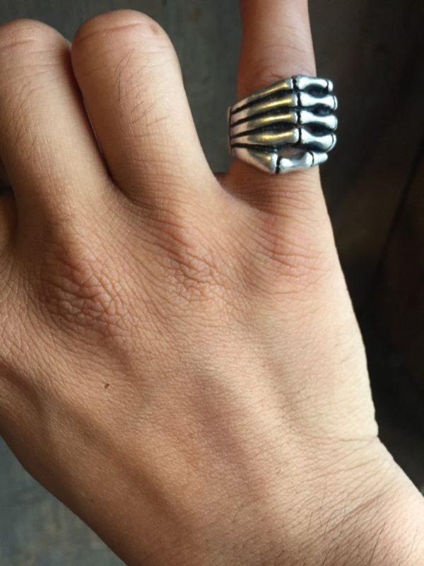 STERLING SILVER RING W/ BONY SKELETON HAND