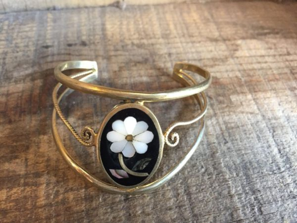 product details: SILVER BENT WIRE BRACELET W/ MOTHER OF PEARL & ONYX FLOWER DESIGN photo