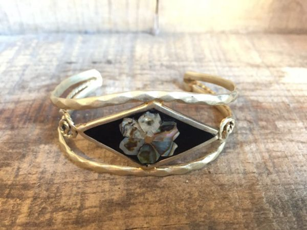 product details: SILVER BENT WIRE BRACELET W/ ABALONE & ONYX FLOWER DESIGN photo