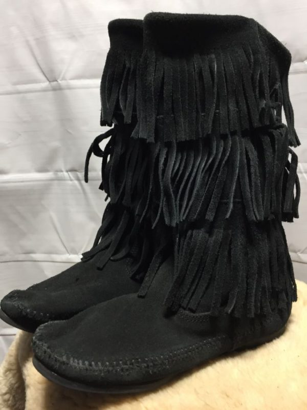 product details: MINNETONKA FRINGED SUEDE MID HEIGHT MOCCASIN/BOOTS photo
