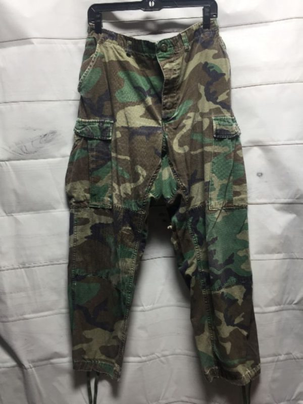 product details: CLASSIC CARGO MILITARY ARMY PANTS W/ CAMOUFLAGE PRINT & DRAWSTRING BOTTOMS photo