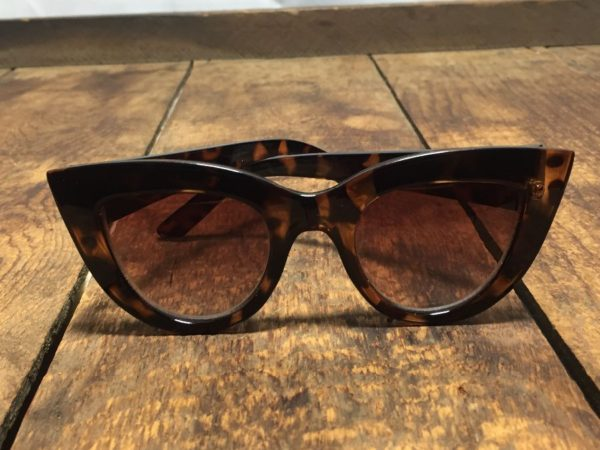 product details: CLASSIC CAT EYES TORTOISE SUNGLASSES - AS IS photo