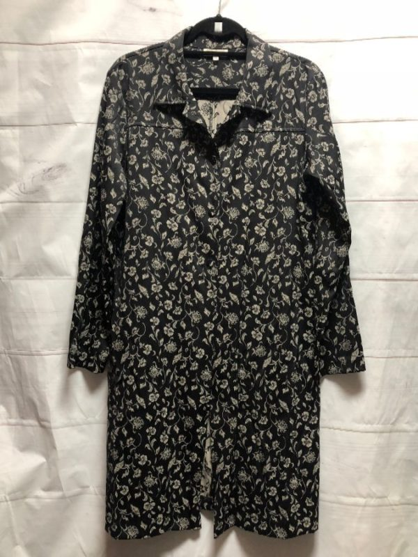 product details: KIMONO INSPIRED LONG SHIRT JACKET WITH ORNATE FLORAL PATTERN photo