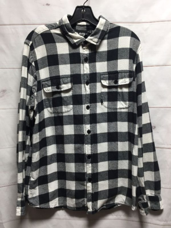 product details: CLASSIC LONG SLEEVE PLAID BUTTON UP SHIRT photo