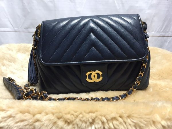 product details: VINTAGE QUILTED CHEVRON LEATHER PURSE DOUBLE CIRCLE 5-33 photo