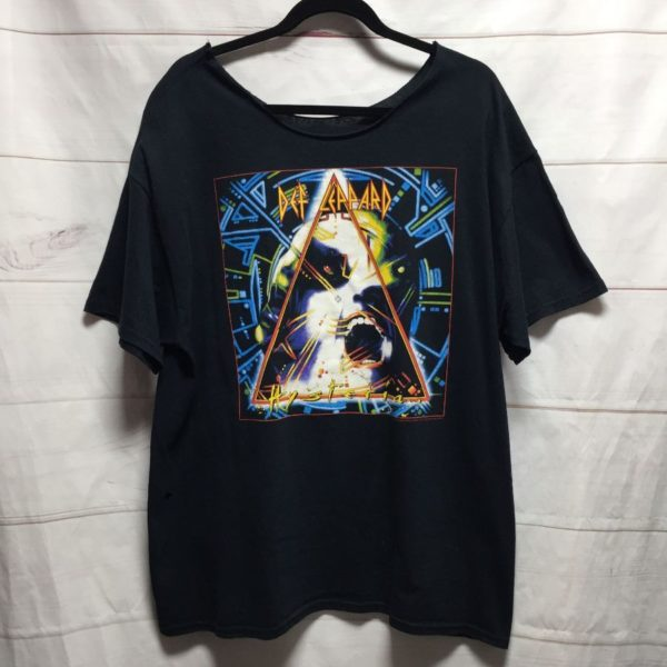 product details: TSHIRT OVERSIZED DEF LEPPARD CUT NECK photo