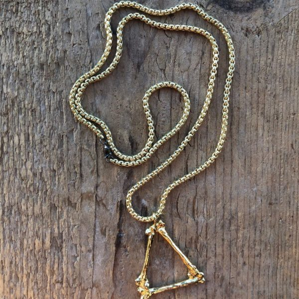 product details: HEAVY CABLE CHAIN LINK NECKLACE WITH TRIANGLE BONES PENDANT photo