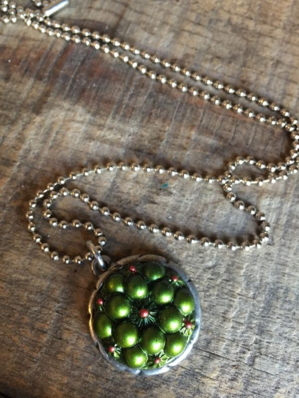 product details: BALL CHAIN NECKLACE W/ FUNKY RETRO BUTTON PENDANT photo