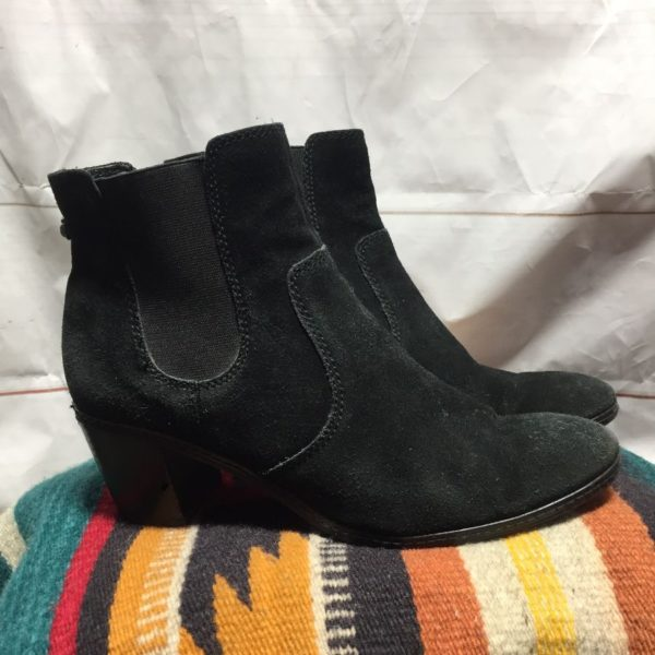 product details: SUEDE WESTERN STYLE CHELSEA BOOTS CHUNKY HEEL photo