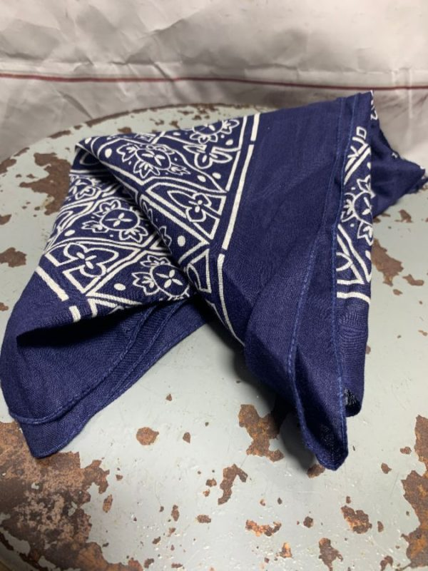 product details: CLASSIC 100% COTTON PAISLEY PRINT BANDANA FAST COLOR MADE IN USA UNIQUE DESIGN photo