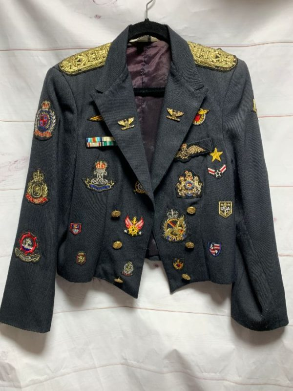 product details: 1980S CROPPED MILITARY BLAZER WITH ALLOVER PATCHES & LARGE BACK PATCH photo
