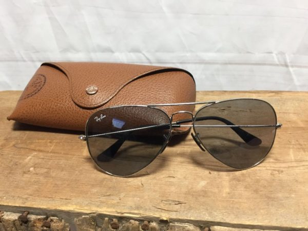 product details: CLASSIC RAY BAN AVIATORS SUNGLASSES CASE INCLUDED photo