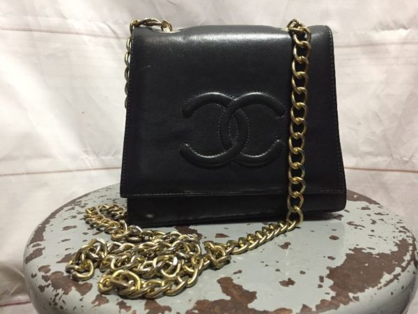 product details: VINTAGE BOOTLEG CHANEL CHAIN CROSSBODY BAG LAMBSKIN LEATHER photo