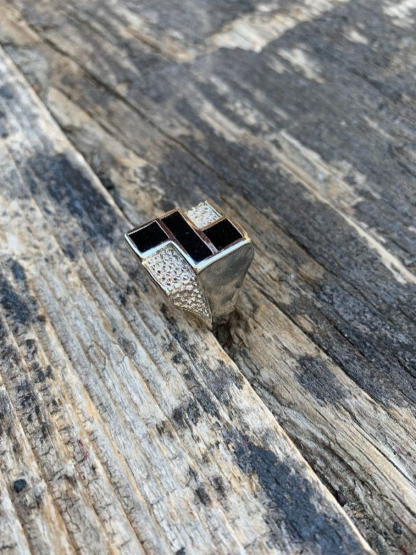 product details: 1980S GEOMETRIC ONYX INLAY DESIGN RING *STAMPED ON INSIDE photo