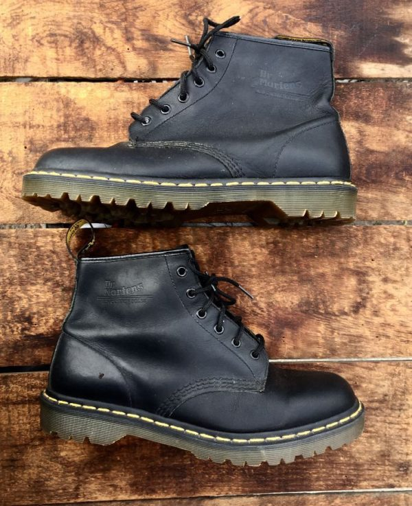 product details: CLASSIC LEATHER DOC MARTENS LACE UP BOOTS SHORT *PERFECT CONDITION *NEVER USED photo