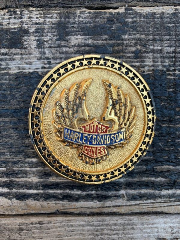 product details: VINTAGE HARLEY DAVIDSON WINGS ROUND BELT BUCKLE ENAMELED photo