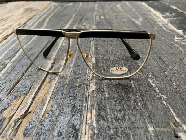 product details: *DEADSTOCK* VINTAGE GOLD FRAME AVIATOR UV PROTECTED CLEAR GLASSES photo