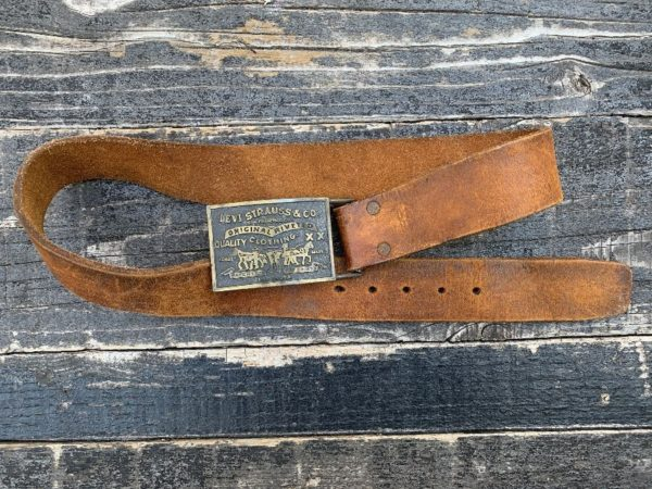 product details: LEVIS STRAUS DISTRESSED HEAVY LEATHER BELT W/ BRANDED BELT BUCKLE photo