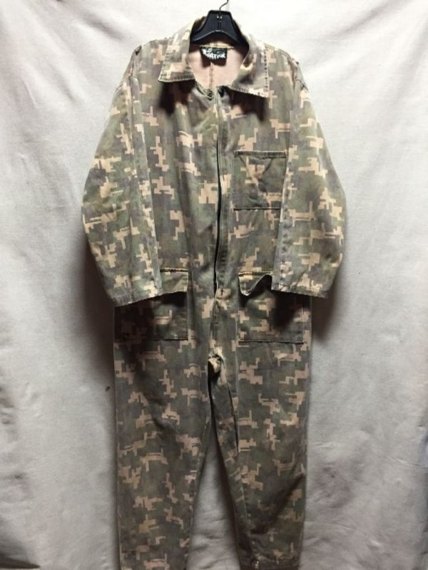 product details: OVERSIZED & DISTRESSED DIGITAL CAMO CAMOUFLAGE FULL FRONT ZIP JUMPSUIT FRONT WELT POCKETS photo