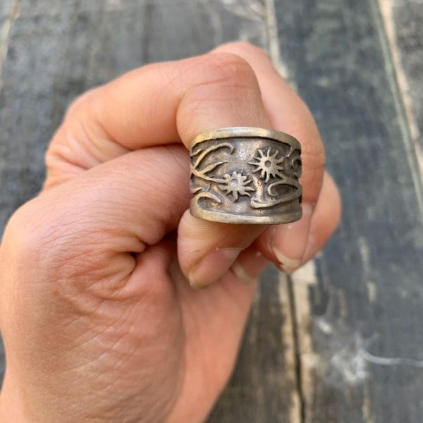 product details: WIDE BAND STERLING SILVER RING UNUSUAL FLORAL DESIGN photo