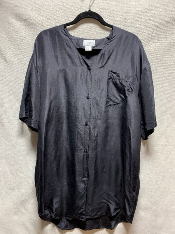 product details: 1980S SILK OVERSIZED BLOUSE NO COLLAR FRONT TRIANGLE POCKET photo