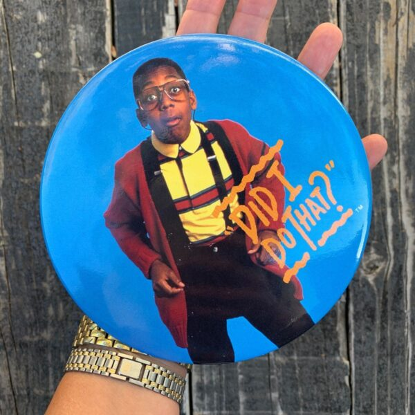 product details: 90S URKLE OVERSIZED BUTTON PIN FAMILY MATTER TGIF photo