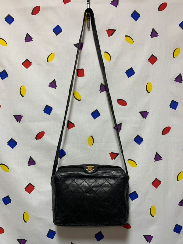 product details: AUTHENTIC 1990S VINTAGE CHANEL PURSE QUILTED LAMBSKIN LEATHER GOLD LOGO CLASP photo