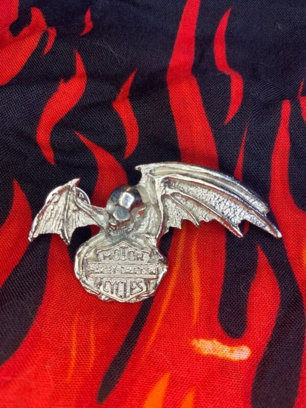 product details: HARLEY DAVIDSON SHIELD AND SKULL W/ BAT WINGS PIN AS-IS photo