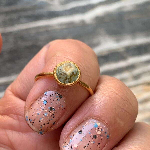 product details: SNAKE EYE SMALL GOLD PLATED NATURAL CRYSTAL STONE DRUZY QUARTZ MIDI RING SIZE 7 photo