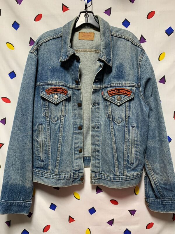 product details: PERFECT VINTAGE LEVIS DENIM TRUCKER JACKET WITH HARLEY DAVIDSON PATCHES photo