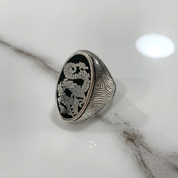 product details: SILVER DRAGON ORNATE DESIGN JET BLACK INLAY RING photo