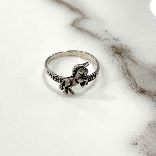 product details: MINI JUMPING UNICORN SILVER RING photo