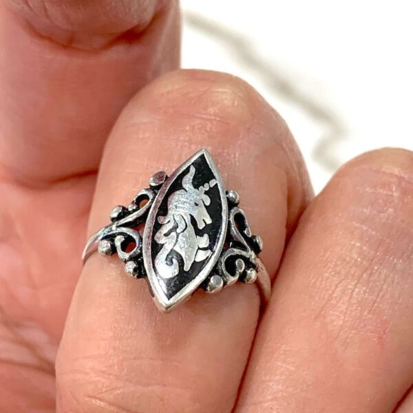 product details: ORNATE UNICORN JET BLACK INLAY RING 1990S DEADSTOCK photo